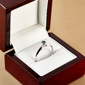 Inel de logodna i009Db din Aur sau Platina cu Diamant Albastru