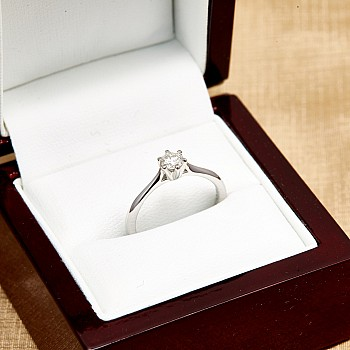Inel de logodna i013 din Aur sau Platina cu Diamant