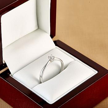 Inel de logodna i026 din Aur sau Platina cu Diamant