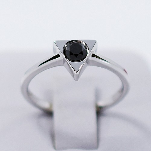 Gold or Platinum engagement ring with Black Diamond i1128dn