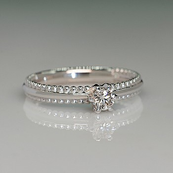 Platinum engagement ring with Diamond p516 - Signature