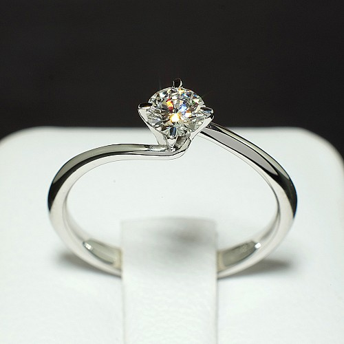 Gold or Platinum engagement ring with Diamond i520
