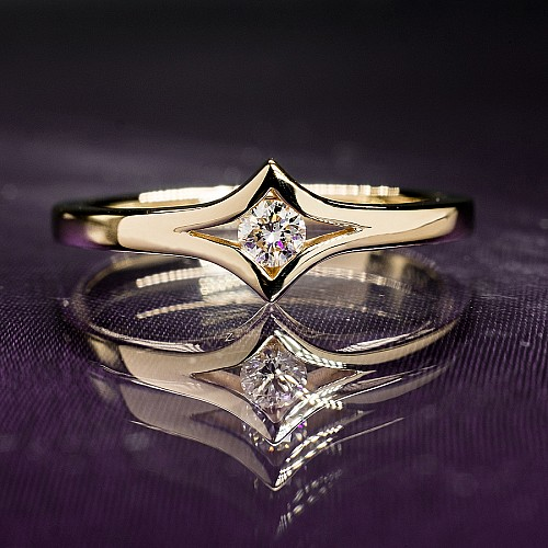 Gold or Platinum engagement ring with Diamond i666