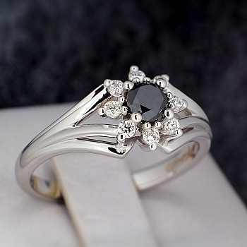 Engagement Ring i006DnDi with Black Diamond and Colorless Diamonds from Gold