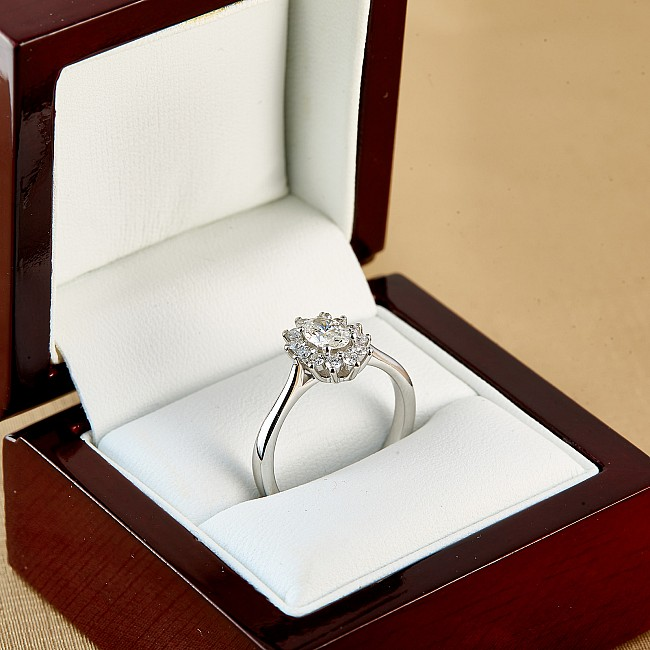 Gold engagement ring i055dovdi with GIA Diamond