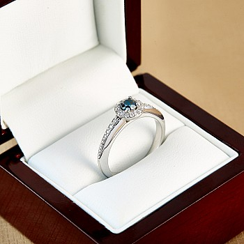 Inel de logodna i122699DbDi din Aur cu Diamant Albastru si Diamante secundare