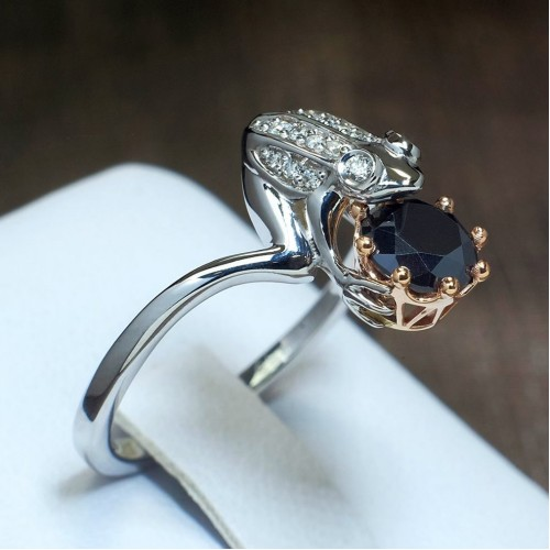 Gold custom made gift ring with Diamonds i941