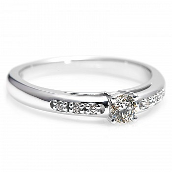 Gold engagement ring with 0.20ct Diamond and secondary Diamonds i058