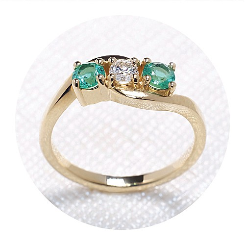 Gold ring with Diamond and Emeralds i091DiSm