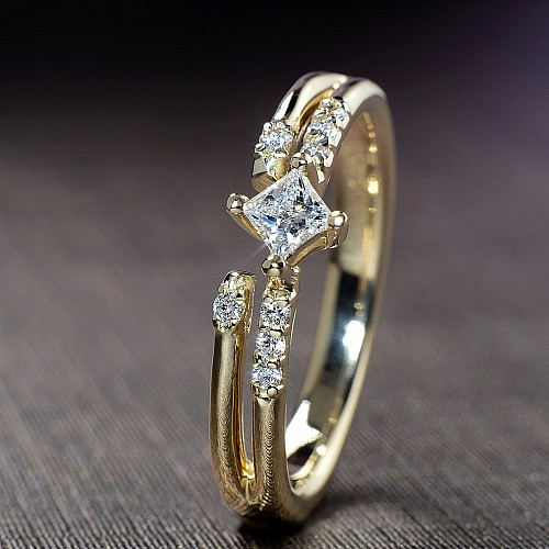 Gold or Platinum ring with Princess cut Blue Diamond and secondary Diamonds i882dipdi