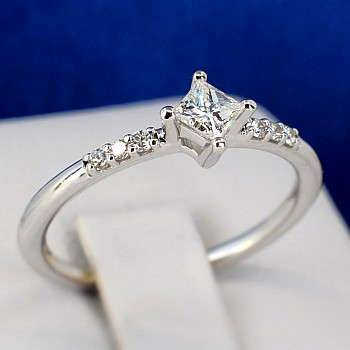 Platinum engagement ring with Princess cut Diamond and secondary Diamonds p1731dipdi Signature