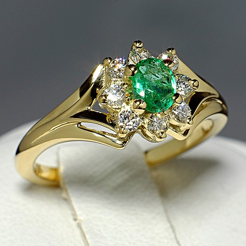 Anniversary ring from Gold with Oval cut Emerald and Diamonds i006SmDi