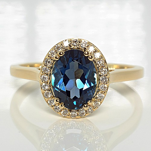 Gold ring with Topaz and Diamonds i029TpLbDi