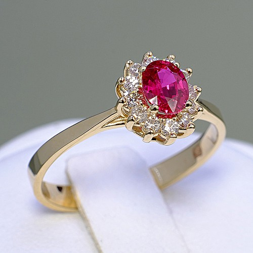 Gold engagement ring with Ruby and Diamonds i042RboDi
