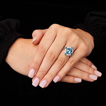 Inel aniversar sau de logodna din Aur sau Platina cu Topaz Swiss Blue si Diamante i1167Tpswdbdi