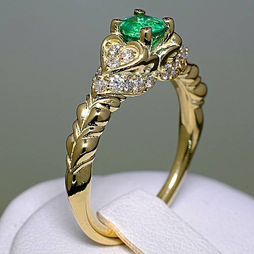 Gold engagement ring with Emerald and Diamonds i500SmDi