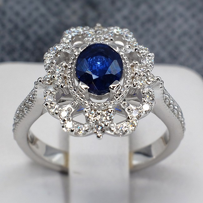 Vintage Gold or Platinum ring with Oval cut Sapphire and colorless Diamonds i1661SfODi