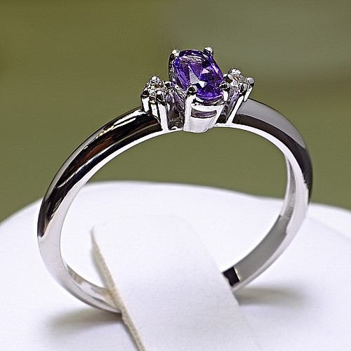 Gold ring with Amethyst and Diamonds i020AmoDi