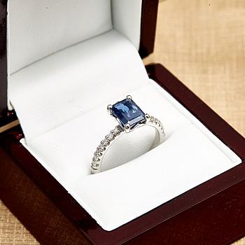 Inel cadou i1186SfEdi din Aur cu Safir Emerald cut si Diamante