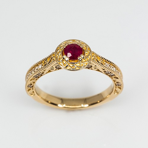 Vintage Gold engagement ring with Ruby and Diamonds i1353rbdi