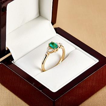 Inel de logodna i2088SmDi din Aur sau Platina cu Smarald si Diamante