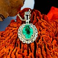 Gold or Platinum pendant with oval cut Emerald pan1579Sm