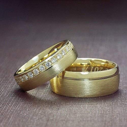 Gold wedding rings with Diamonds v123