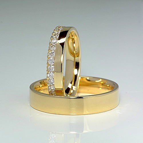 Gold wedding rings with Diamonds v140