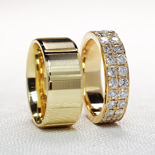 Gold wedding rings with Diamonds v160