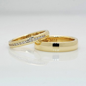 Gold or Platinum wedding rings with Diamonds v185
