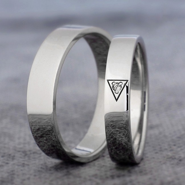 Gold or Platinum wedding bands with Diamond v360